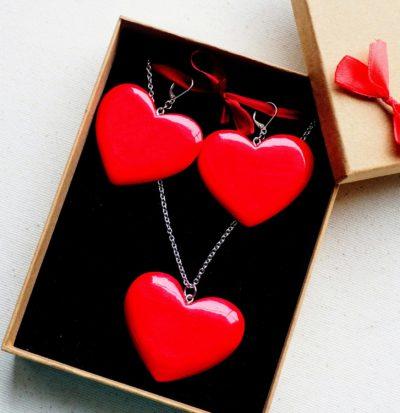 Drevené šperky náušnice, prívesok – Srdce červené
