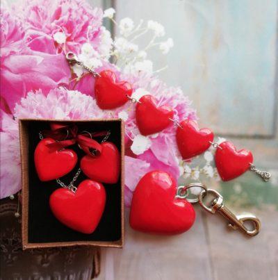 Drevené náušnice – Srdce červené