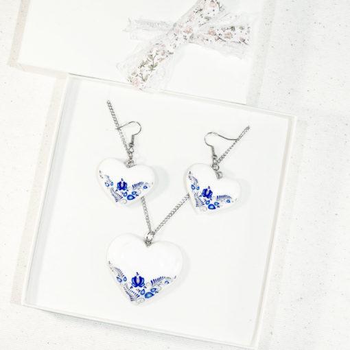 Drevený náhrdelník Biely modrý motív