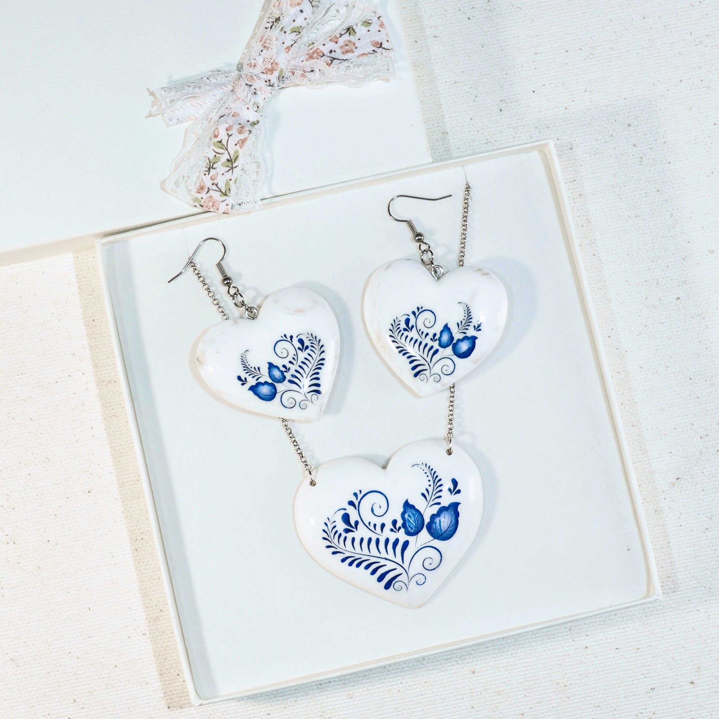 147170f12 Drevený náhrdelník vzor Bielo-modrý I Dalea.sk