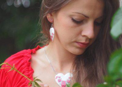 Drevené náušnice Srdce biele Divý mak