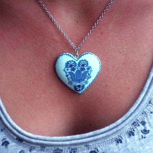 Drevený náhrdelník Srdce motív Prievidza