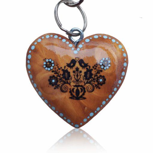 Drevený prívesok na kabelku – Srdce Folkový motív modrý