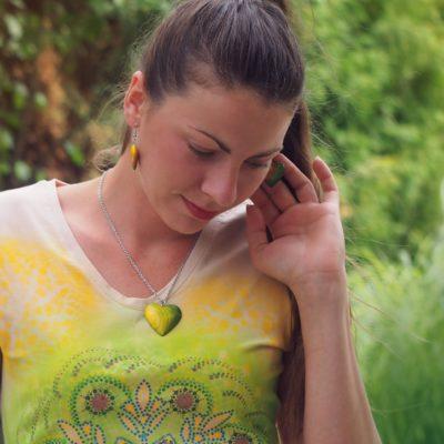 Drevený náhrdelník Srdce natur Žlto zelené