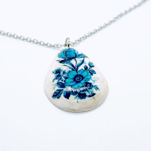 Drevený náhrdelník slza modré kvety