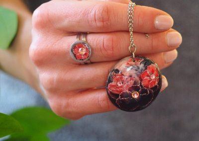 Drevený náhrdelníkKvety Dália čierny