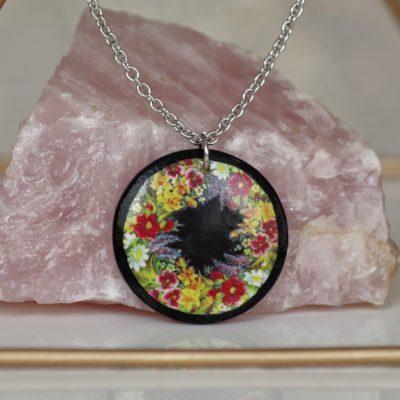 Drevený náhrdelník Lúčne kvety kruh